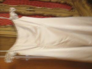 Robe de soirée ou de mariage couleur champagne avec chale inclus
