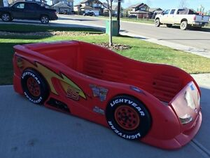 Twin Race Car bed w/ sheets