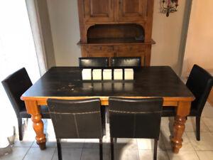 TABLE BOIS MASSIF 72X38 + 6 chaises GRATUITES