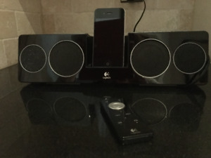iPhone 4  Mint Condition WITH Docking Logitec Speakers