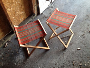 2 fold-out seats (wooden and cloth)