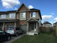 LIKE NEW - End unit Townhouse in Lackner Woods area
