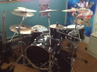 Drum Pearl ELX Avec 12 Cymbales, Double Bass, 2 Snares 1200$ neg