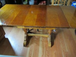 ANTIQUIE KITCHEN/DINNING ROOM TABLE