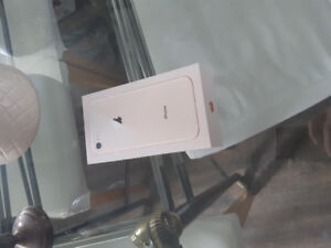 IPHONE 8 64G UNLOCKED GOLD 650$ IN BOX NEW
