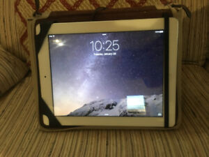 iPad 3 (32 GB) With Leather Book Book Case + Stand