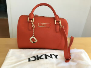 Excellent Mint Condition Authentic  DKNY Handbag