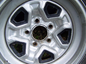 Chey Blazer rims with tires (5 x 120.7) Edmonton Edmonton Area image 3