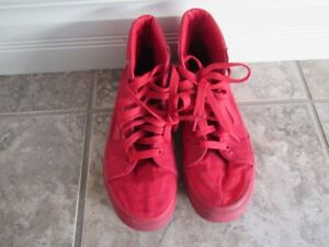 Vans off the wall sneakers Mens 5.0 or womens 6.5 (Unisex)