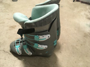 Women's size 7 downhill boots
