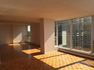 4½ converti en loft au 14ème étage disponible immédiatement