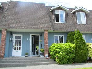TWO STORY TOWNHOUSE - Golf course. DEPARTURE BAY