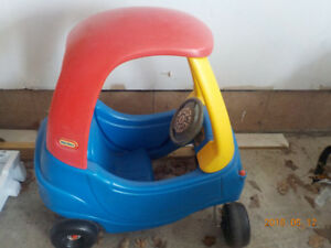 Kids Little Tikes cozy coupe