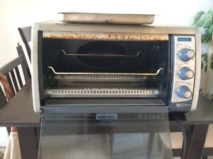 Counter top oven (Black and Decker) - Perfect condition! Gatineau Ottawa / Gatineau Area image 3