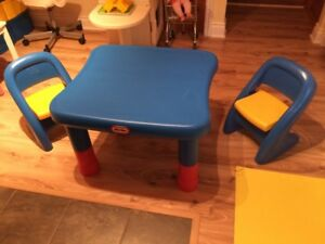 Ensemble de table et chaises (2) Little Tikes