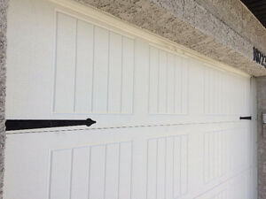 Selling  2 panels of Wayne Dalton 8500 Garage door(9x7) white S
