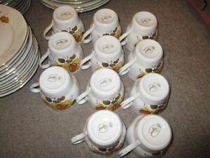 """service de vaisselle en porcelaine 11 couverts """"Regent"""" Romania"""