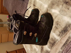 ThirtyTwo snowboard boots size 8.5 women's