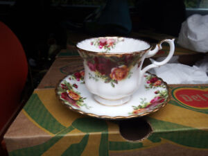10 place settings Royal Albert Old Country Roses