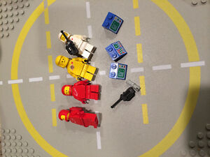 Space LEGO. Loose astronauts and lunar bases