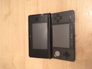 Nintendo 3DS avec 8 jeux et étuit