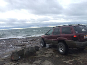2000 Jeep Grand Cherokee 4 door SUV, Crossover