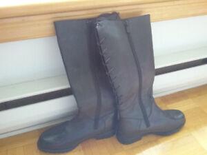 Bottes noires en cuir d'hiver