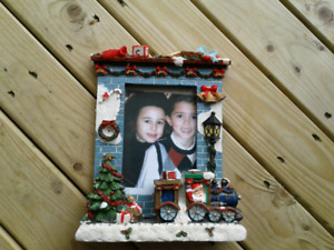 Brand New Christmas Lighted Resin 4x6 Picture Frame