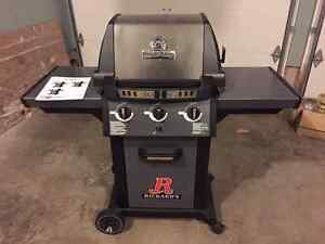Broil King Monarch 320 BBQ - new never used. London Ontario image 1