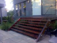 Artisant sablage et teinture de  patio / clôture et pergeola