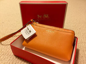 BRAND NEW WITH TAGS Coach Leather Saffiano Phone Wallet Clutch