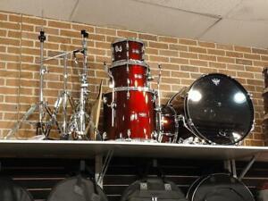 Tama Stagestar 5pcs Red Drum Kit-Ensemble de batterie rouge avec cymbales et accessoires