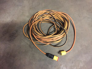 100 ft of heavy duty Outdoor Extension Cable