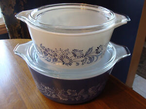 BLUE WHITE COLONIAL MIST DAISIES LIDDED CASSEROLES 474 475 London Ontario image 2