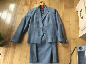 Ladies Size 8 Business Suit          Smokey Blue