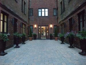 Bright - Renovated - 2 bedrooms - Top Floor - August 1st