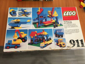 VINTAGE LEGO 911 MADE IN CANADA.