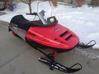 POLARIS INDY LITE 340 PERFECT KIDS SLED      (ONLY 390 MILES!!!)