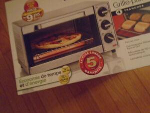 FOUR ET GRILLE PAIN 4 TRANCHE AUSSI POUR FAIRE CUIRE PIZZA (NEUF