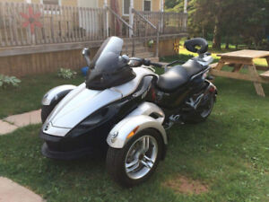 2008 can am spyder with only 2000 klm same as new 10000 or best