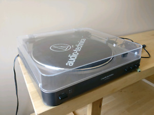 Audio Technica Stereo Turntable AT LP60