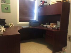 U-shaped Executive Office Desk with Hutch