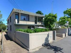 New Farm - furnished apartment for 6 to share - all bills paid! New Farm Brisbane North East Preview