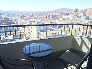 32nd Floor Penthouse+Free Indoor Parking-DOWNTOWN !!