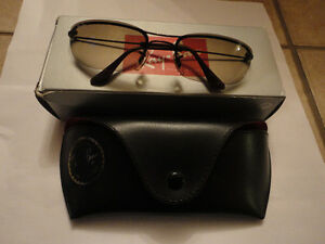 Like new in box Rayban sunglasses with case cleaning cloth London Ontario image 6