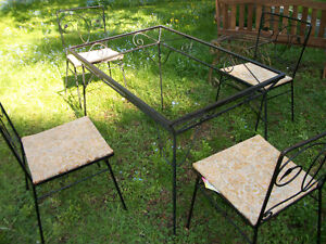 Table and four Chairs - Vintage Wrought Iron