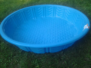 Piscine rigide enfant piscine plastique rigide for Piscine plastique