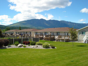 Townhouse 3.5h from Calgary, 3 Lakes close by, Freehold$119900.-