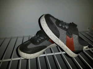 Carter's size 6 toddler shoes