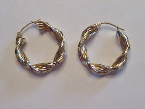 14K GOLD Twisted Etched Hoop Earrings     ( PHONE ONLY )